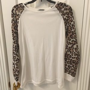 Tops - Boutique white shirt with leopard sleeves